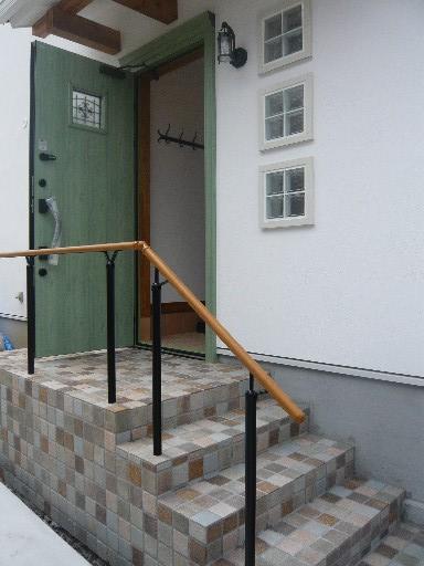 緑色の玄関ドア