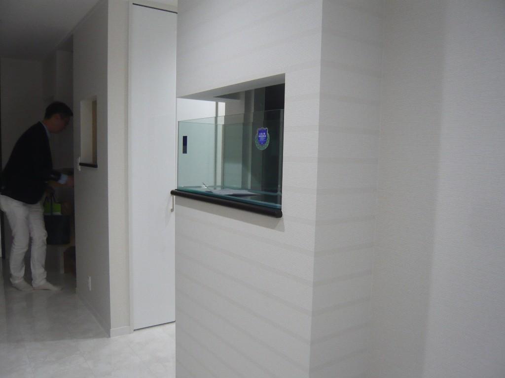 玄関にある水槽